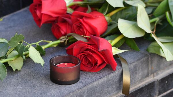 Цветы в память о жертвах теракта в Барселоне - Sputnik Беларусь