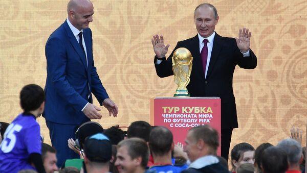 Президент РФ В.Путин принял участие в церемонии старта тура Кубка мира по футболу в Лужниках - Sputnik Беларусь