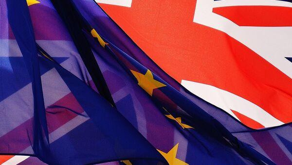 Флаги Великобритании и Евросоюза, архивное фото - Sputnik Беларусь