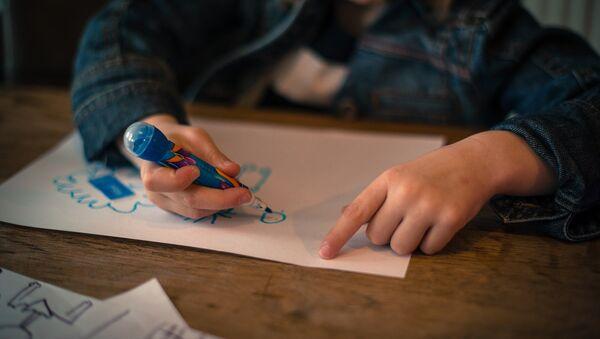 Ребенок рисует - Sputnik Беларусь