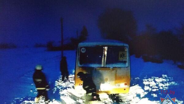 Застрявший автобус - Sputnik Беларусь