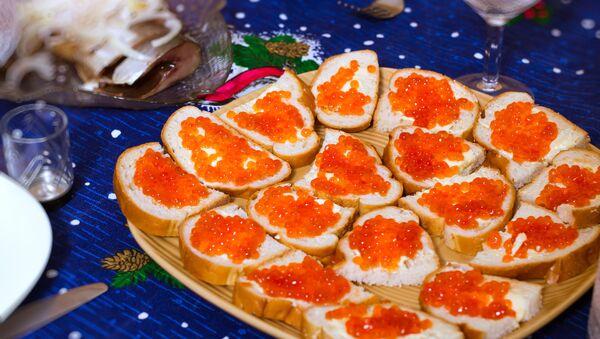 Бутерброды с красной икрой - Sputnik Беларусь
