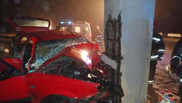 ГАИ: разбившийся под Гомелем водитель скончался в больнице - Sputnik Беларусь