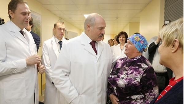 Аляксандр Лукашэнка наведвае Мінскі гарадскі клінічны анкалагічны дыспансэр - Sputnik Беларусь