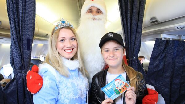 Дед Мороз и Снегурочка поздравили пассажиров на борту - Sputnik Беларусь