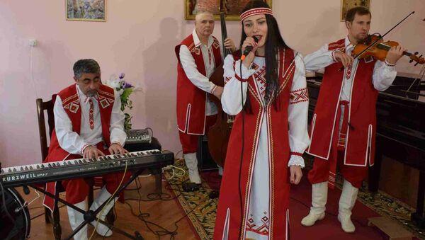 Бабруйскі музычны квартэт Music Kvatro у нацыянальных строях - Sputnik Беларусь