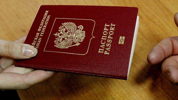 Российский загранпаспорт, архивное фото - Sputnik Беларусь