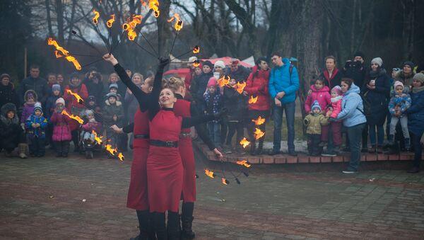 Коляды в Ботаническом саду не обошлись без красочного фаер-шоу - Sputnik Беларусь