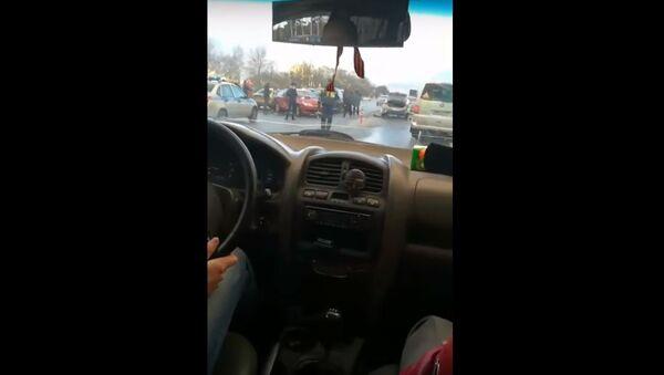 Крупное ДТП с участием 20 машин под Смоленском, видео - Sputnik Беларусь