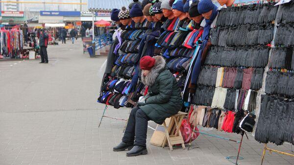 Цены на товар могли бы быть ниже, но это зависит не от ИП, а от расходной нагрузки на него, говорят продавцы - Sputnik Беларусь