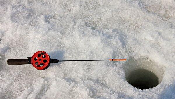 Зимняя рыбалка, архивное фото - Sputnik Беларусь