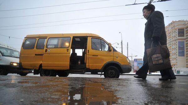 Маршрутное такси в городе, архивное фото - Sputnik Беларусь