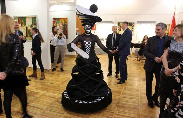 Музейные интерьеры обязывают спортсменов соблюдать классический стиль одежды - Sputnik Беларусь
