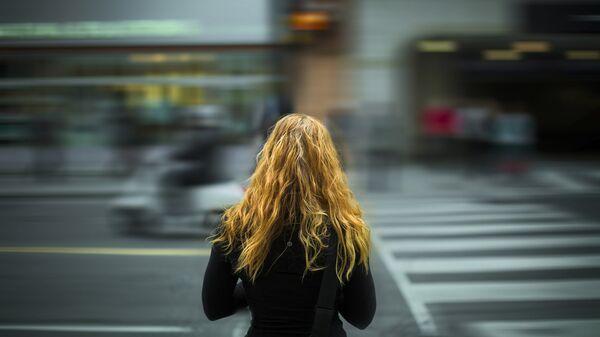 Девушка-подросток на улице, архивное фото - Sputnik Беларусь