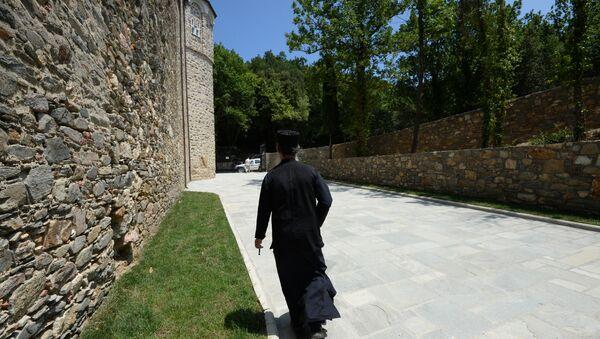 Манах у адным з манастыроў на Святой гары Афон у Грэцыі, архіўнае фота - Sputnik Беларусь