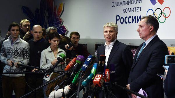 Первый вице-президент Олимпийского комитета России Станислав Поздняков и министр спорта РФ Павел Колобков (справа налево) - Sputnik Беларусь