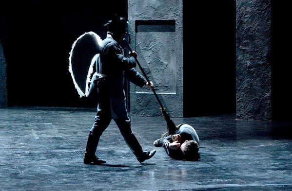 Николай Пинигин представил спектакль Ревизор на сцене Купаловского театра - Sputnik Беларусь