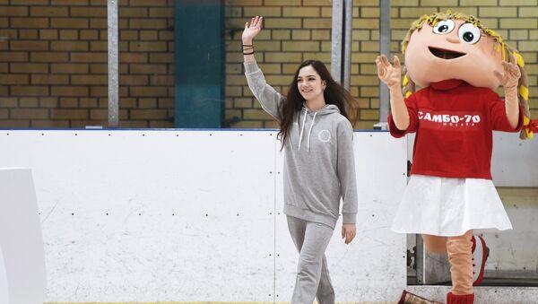Проводы фигуристок Е. Медведевой и А. Загитовой на Олимпиаду в Пхенчхан - Sputnik Беларусь