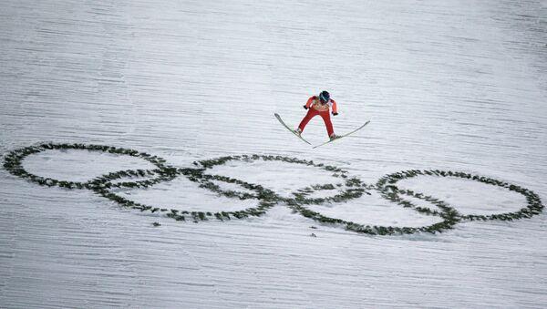 Дмитрий Васильев (Россия) в финале командных соревнований по прыжкам с большого трамплина - Sputnik Беларусь