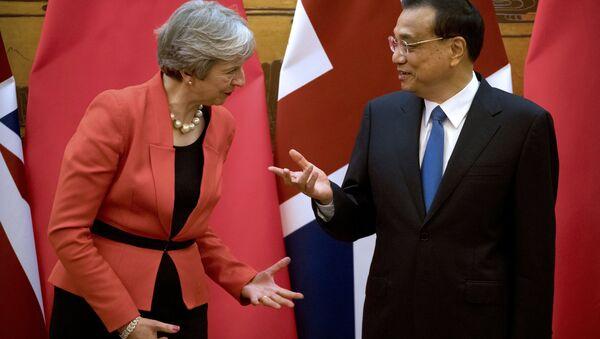 Премьер-министр Великобритании Тереза Мэй и китайский премьер Ли Кэцян - Sputnik Беларусь