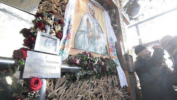 Вернікі і духавенства маліліся на магіле Валянціны Мінскай - Sputnik Беларусь