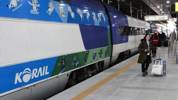 Скоростной поезд в Пхенчхане для участников Олимпиады - Sputnik Беларусь