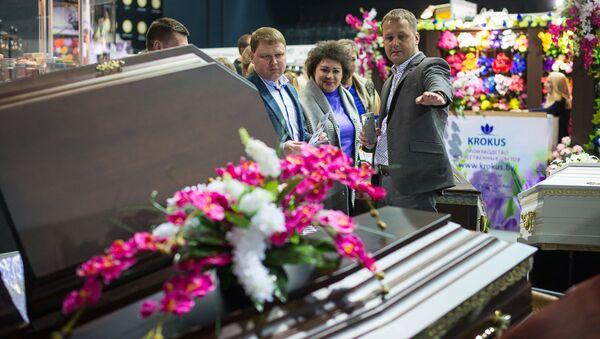 Гостям и заинтересованным предложили посмотреть на смерть не как на ритуал, а как на бизнес - Sputnik Беларусь