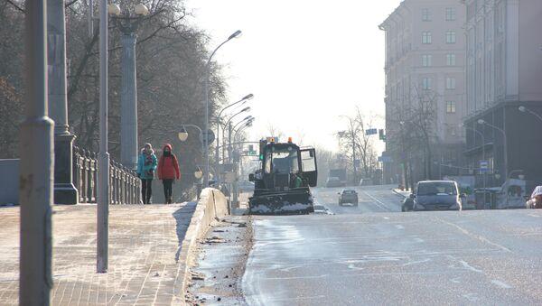 Каждый день на минские улицы высыпают тонны реагентов - Sputnik Беларусь