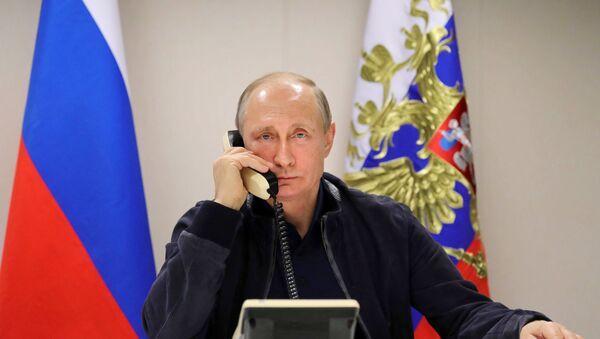 Президент РФ Владимир Путин во время телефонного разговора - Sputnik Беларусь