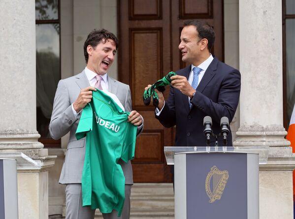 4 ліпеня 2017 года Трудо атрымаў у падарунак майку ірландскага саюза рэгбі і пару шкарпэтак ад новага прэм'ер-міністра Ірландыі Леа Варадкара падчас свайго візіту ў Дублін перад самітам G20 ў Гамбургу. - Sputnik Беларусь