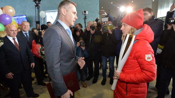 Первый вице-президент НОК Андрей Асташевич и олимпийская чемпионка Анна Гуськова - Sputnik Беларусь