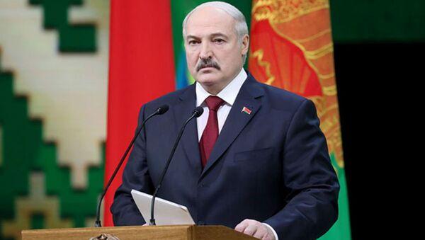 Президент Беларуси Александр Лукашенко на торжественном собрании, посвященном 100-летию Вооруженных Сил и празднованию 23 февраля - Sputnik Беларусь