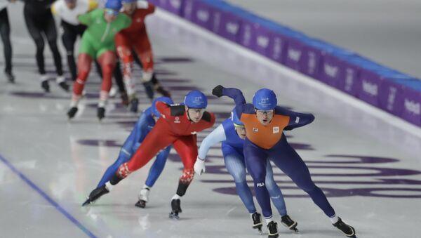 Конькобежцы во время финала мужского масс-старта в Пхенчхане - Sputnik Беларусь