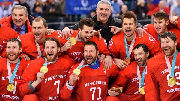Церемония награждения золотыми медалями российских спортсменов - победителей хоккейного турнира среди мужчин на XXIII зимних Олимпийских играх - Sputnik Беларусь