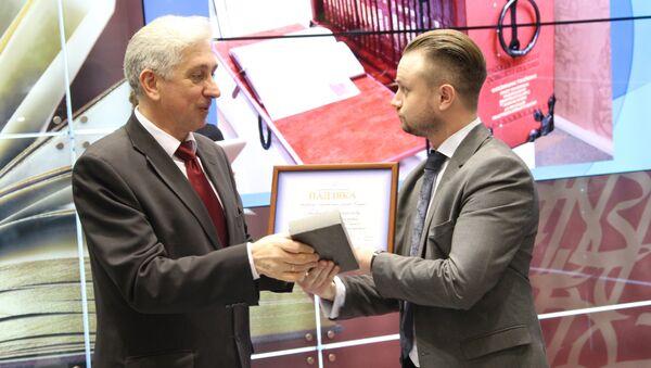 Нацыянальная бібліятэка ўручыла дыплом карэспандэнту Sputnik - Sputnik Беларусь