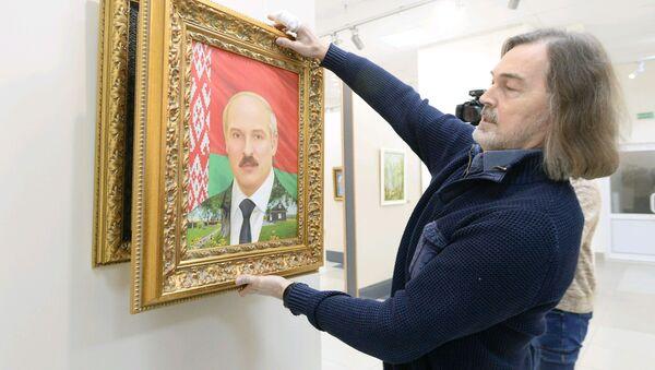 Нікас Сафронаў прывёз у Менск новы партрэт Аляксандра Лукашэнкі - Sputnik Беларусь