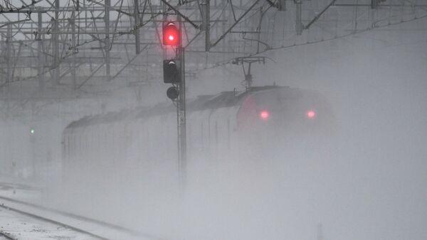 Снег на железнодорожных путях, архивное фото - Sputnik Беларусь