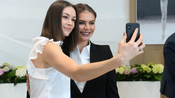 Алина Кабаева и Валерия Курильская - Sputnik Беларусь