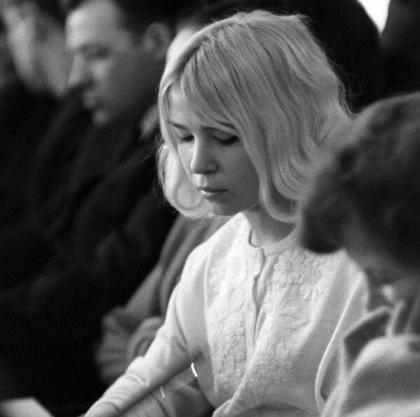 Депутат Минского городского совета Л. Лазовская на заседании, 1971 год. - Sputnik Беларусь