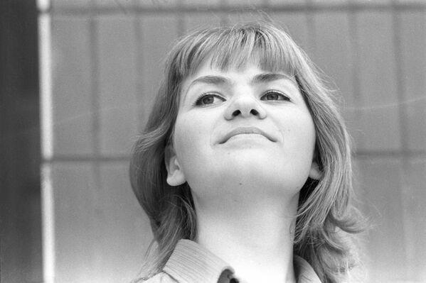 Молодой специалист, зоотехник Л.Грабовская колхоза Прогресс в Гродненской области БССР, 1974 год. - Sputnik Беларусь