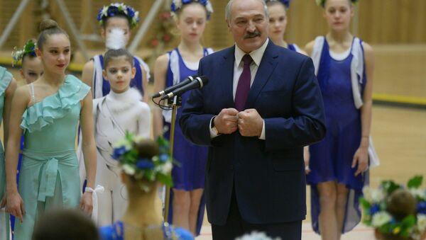 Президент Беларуси Александр Лукашенко и олимпийская чемпионка Алина Кабаева на открытии Дворца гимнастики в Минске - Sputnik Беларусь