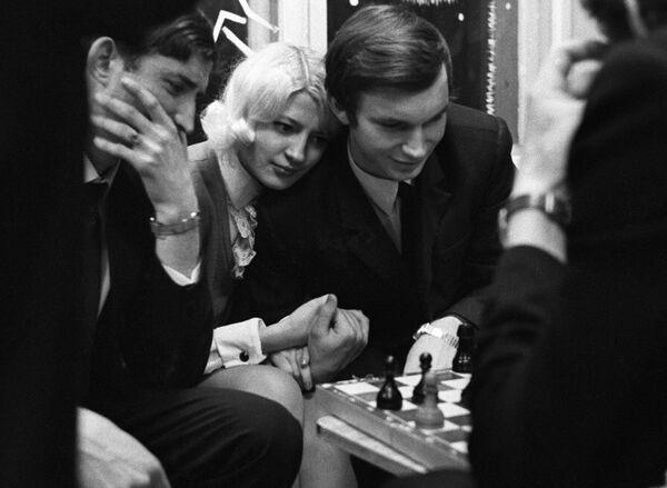 За игрой в шахматы, Минск, 1971 год. - Sputnik Беларусь