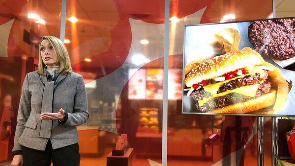 Віцэ-прэзідэнт карпарацыі McDonald's прадстаўляе новае інавацыйнае меню - Sputnik Беларусь