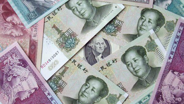 Китайские юани и 100 долларов, архивное фото - Sputnik Беларусь