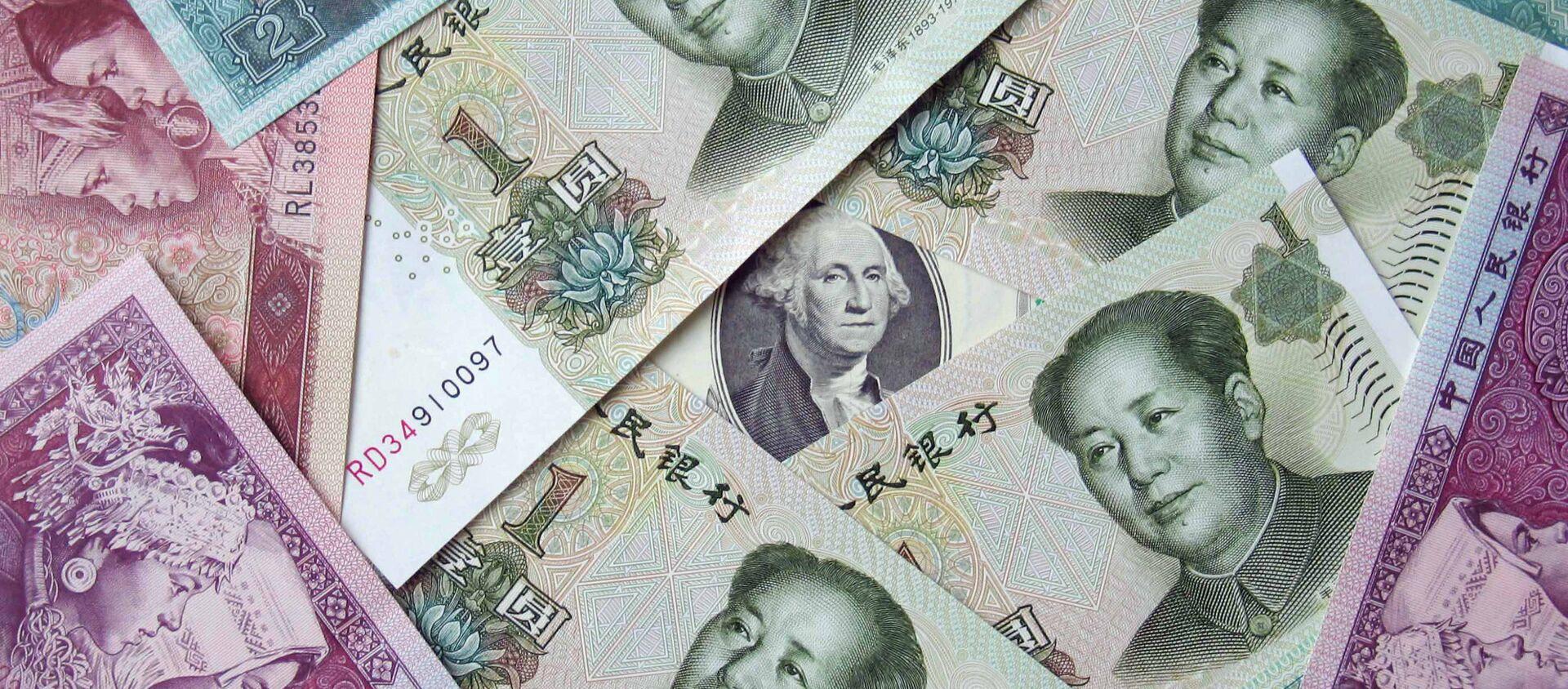 Китайские юани и 100 долларов, архивное фото - Sputnik Беларусь, 1920, 25.08.2020