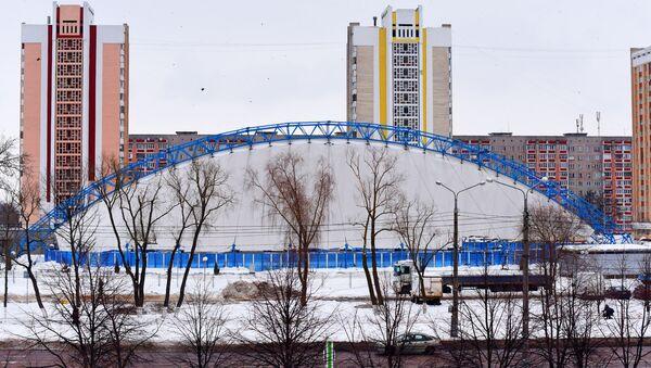 Крыша катка в Гомеле рухнула под тяжестью снега - Sputnik Беларусь