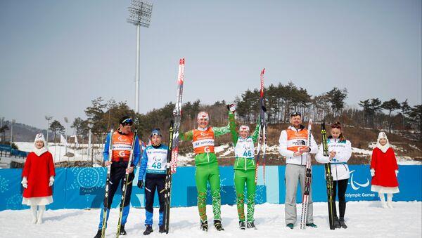 Белорусские лыжники на церемонии награждения на Паралимпиаде-2018 в Пхенчхане - Sputnik Беларусь