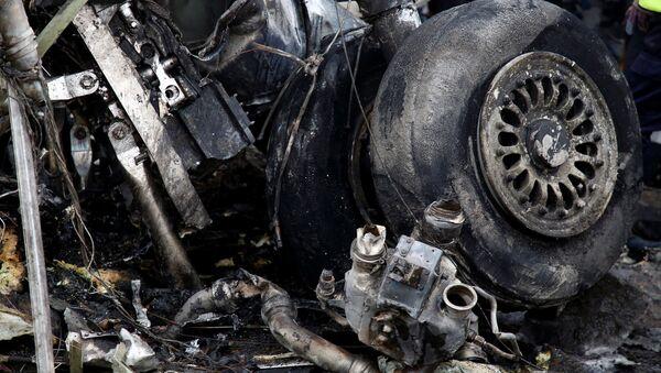 Остатки шасси самолета, разбившегося в Катманду - Sputnik Беларусь