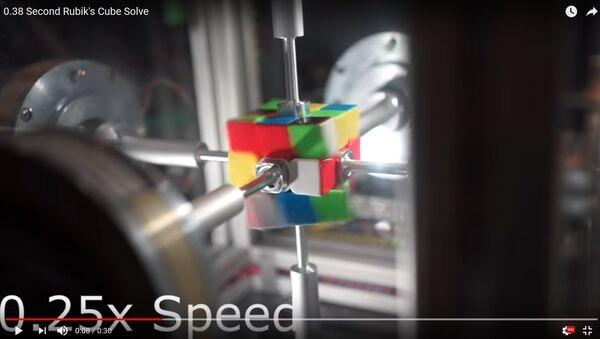 Сабраць за 0,38 секунды: робат імгненна справіўся з кубікам Рубіка - Sputnik Беларусь