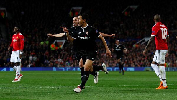 Футболисты Севильи радуются голу Манчестер Юнайтед в 1/8 финала Лиги чемпионов - Sputnik Беларусь